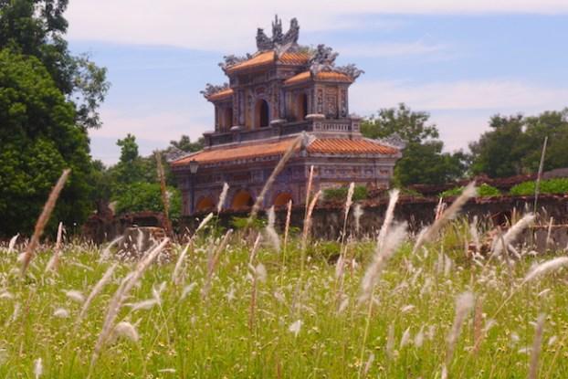 Beaucoup de batiments de la cité impériale de Hué ont disparu à cause des bombardements de la guerre du vietnam. Photo voyage tour du monde hue https://yoytourdumonde.fr