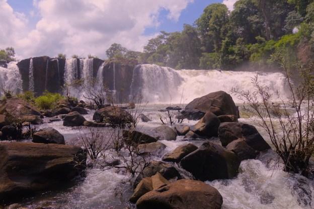 plateau des bolovens cascade photo blog voyage tour du monde https://yoytourdumonde.fr