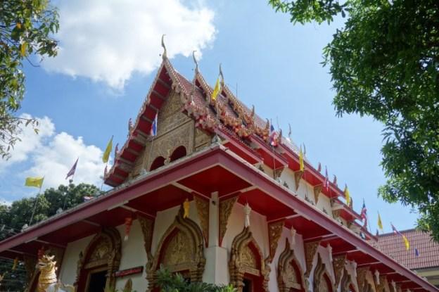 Encore un superbe temple a Chiang Mai.