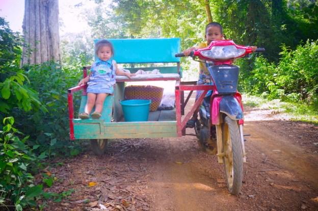 Laos: 4000 iles.