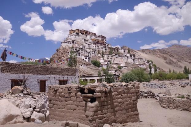 Le Thiksey Monastery est l'un des temples les plus beaux et les plus connus du Ladakh photo blog voyage tour du monde https://yoytourdumonde.fr