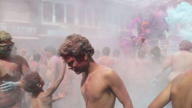 superbe fête des couleurs en inde du cote de pushkar ou vous allez passer un moment incroyable photo blog voyage tour du monde https://yoytourdumonde.fr