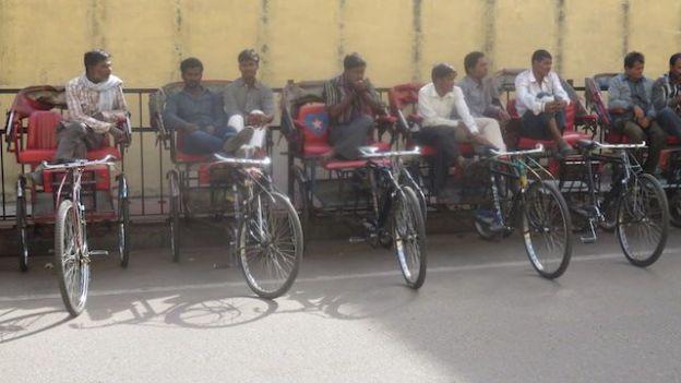 L'honneteté des tuk-tuk en Inde est tres limite donc il faudra negocier comme ici a Jaipur photo blog voyage https://yoytourdumonde.fr