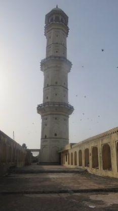 Pour voir le couche du soleil le Iswari Minar Swarga Sal est vraiment l'endroit a etre vue splendide de jaipur photo voyage blog tour du monde https://yoytourdumonde.fr