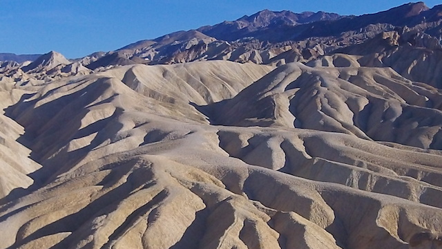 Paysage de dunes dans la Vallée de la mort photo blog voyage tour du monde https://yoytourdumonde.fr