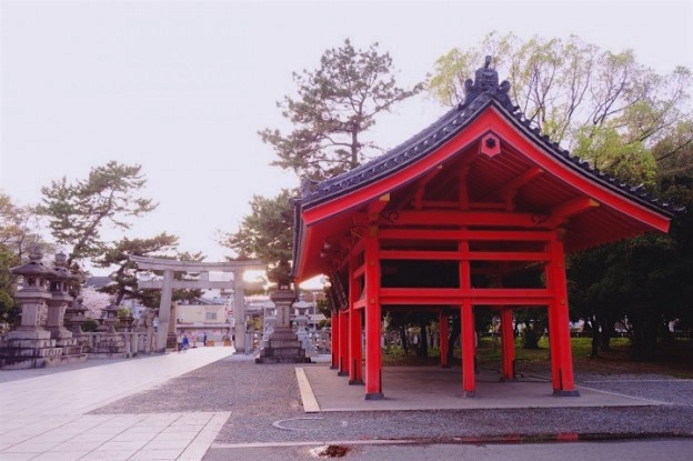 Le sanctuaire de Sumiyoshi Taisha Shrine est à visiter à Osaka au Japon photo blog voyage tour du monde. https://yoytourdumonde.fr