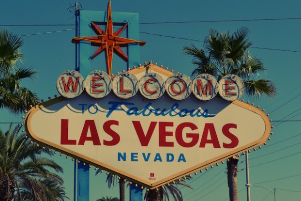 L'un des panneaux les plus connus de Las Vegas photo voyage blog tour du monde https://yoytourdumonde.fr