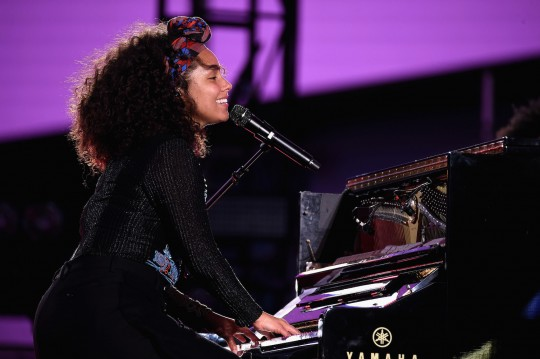 675455669KC00011 Alicia Key 540x359 - Event Recap: Alicia Keys Performs Concert in Times Square To Celebrate New Album #HERE @aliciakeys @QtipTheAbstract @Nas @JohnMayer @questlove