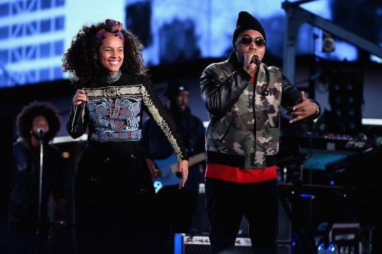 675455669KC00024 Alicia Key 540x359 - Event Recap: Alicia Keys Performs Concert in Times Square To Celebrate New Album #HERE @aliciakeys @QtipTheAbstract @Nas @JohnMayer @questlove
