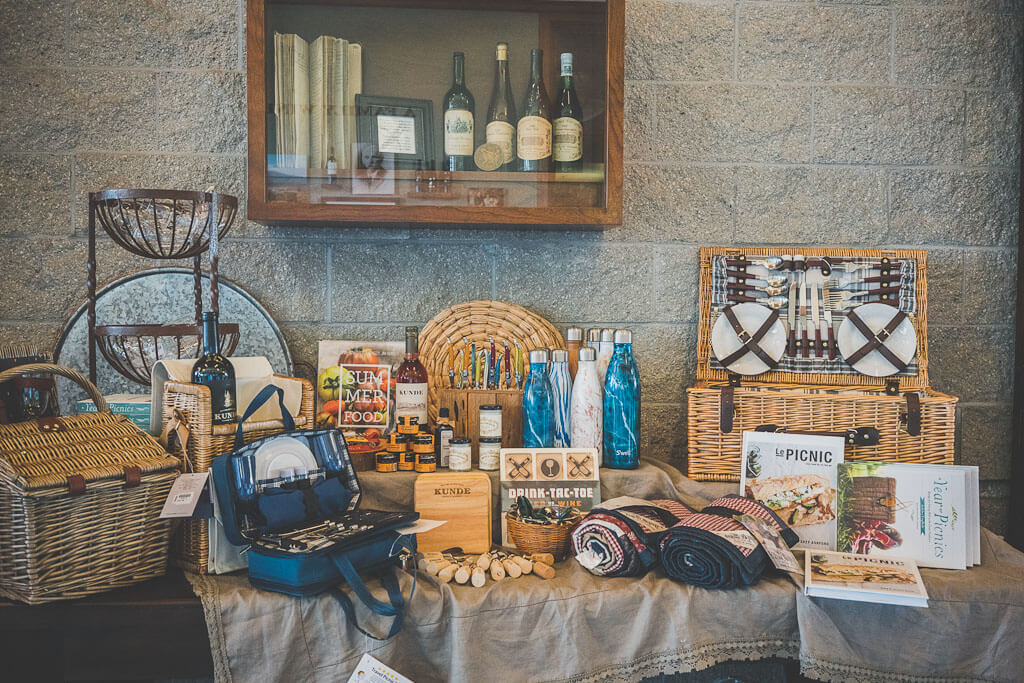 dog friendly wineries in Sonoma, dog friendly wine tasting in Sonoma, sonoma dog friendly wineries, California wineries that welcome dogs, dry creek wineries, Russian river wineries, dry creek valley, Healdsburg wineries, Kenwood wineries