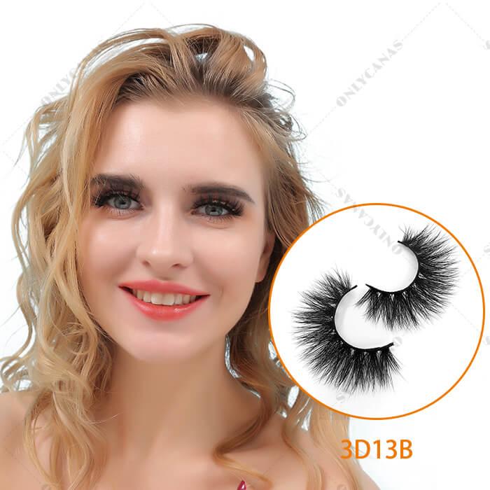 Quality Mink Eyelashes model wearing show