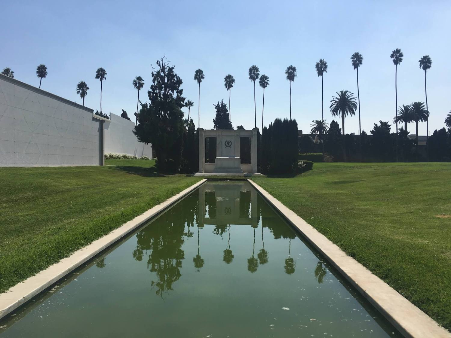 Douglas Fairbanks memorial, hollywood forever cemetery, Douglas Fairbanks junior memorial, Douglass Fairbanks memorial garden hollywood forever cemetery