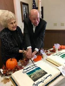 fm-20161021-mh-25th-anniversary-cake-cutting