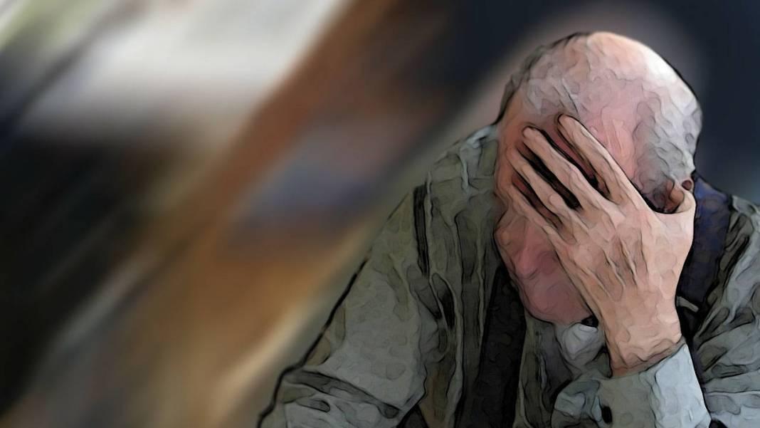 Adulto mayor cubriéndose el rostro