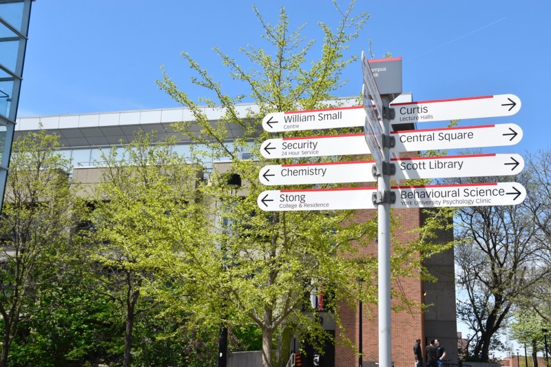 A photo of the Campus Walk street sign.