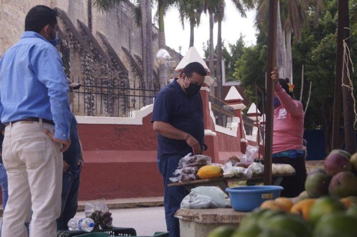 Alcalde manda a casa a los vendedores ambulantes, pero antes les ...