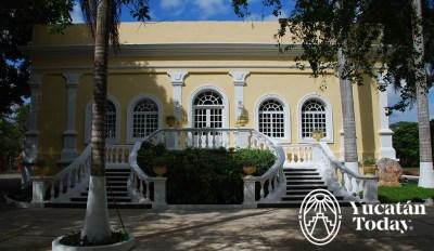 Hacienda Teya fachada amarilla