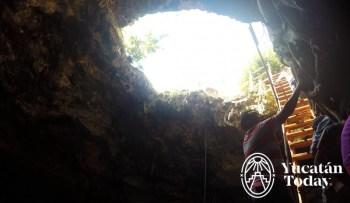 Cenote Xpakay escalera