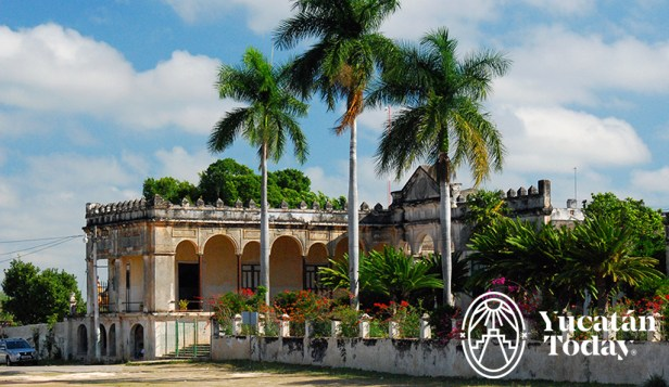 Hacienda Yaxcopoil foto lateral