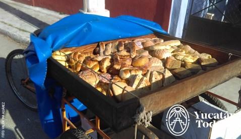 Vendedores-Ambulantes-Pan-Panadero-Conchas-Pan-Dulce-Comida-Callejera