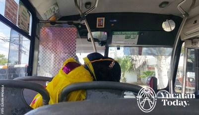 Camion-Autobus-Bus-pinataen-Merida-Yucatan-by-Claudia-Amendola