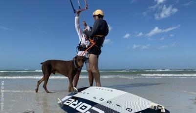 Kitesurf con perro playa by El Cuyo Kite School IMG_3161