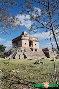 dzibilchaltun-temple-of-the-seven-dolls