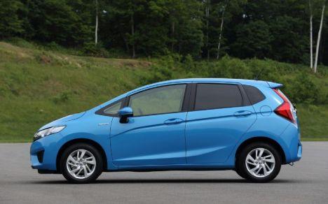 2014-Honda-Jazz-Fit-Hybrid-side-02