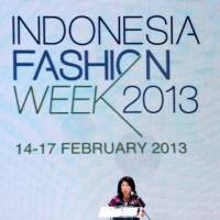 INDONESIA FASHION WEEK 2013: LANGKAH AWAL MENJADI PUSAT MODE DUNIA