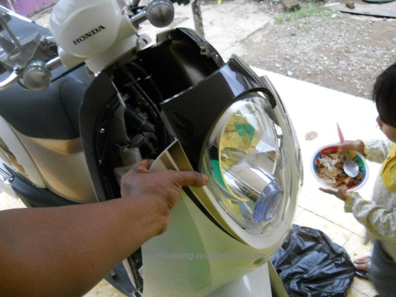 Tutorial melepas dan memasang lampu depan honda Scoopy