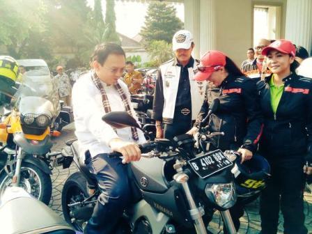 1 Pak ahok naik Yamaha MT09