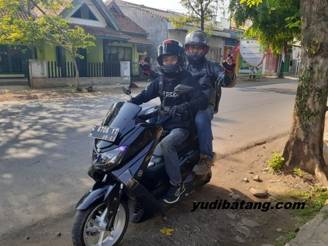 Mbonceng Yamaha Nmax
