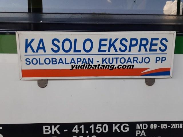 naik kereta solo expres