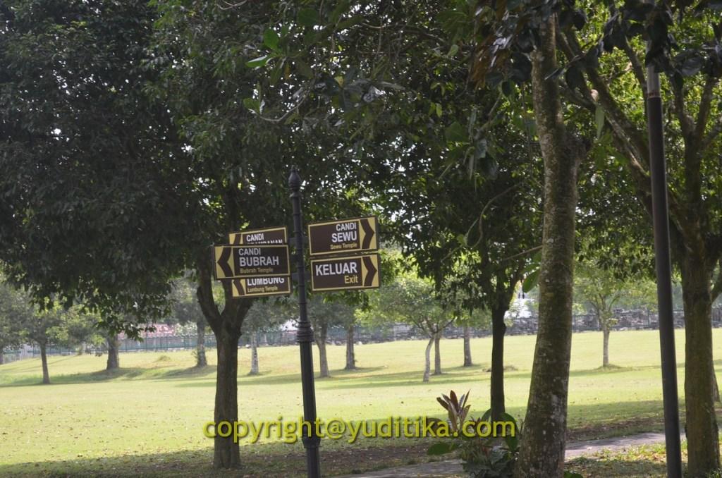 Penunjuk ke candi-candi lainnya di komplek Prambanan