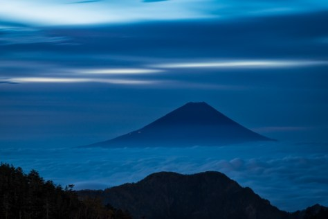 Yuga Kurita Mount Fuji from Mount Houou blue sea of clouds dawn long exposure_4E02109