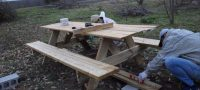 Install picnic table ピクニックテーブル設置