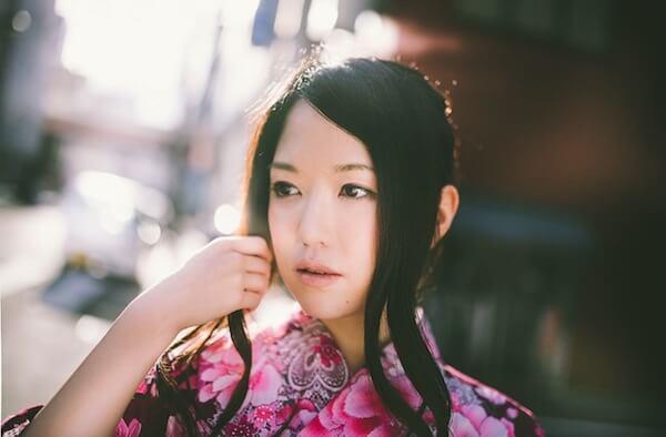 淡い光と浴衣美人 [モデル:シマヅ]PAK85_shimadukaminoke20140823500