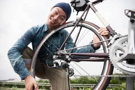 ロードバイクを愛でるキモい男