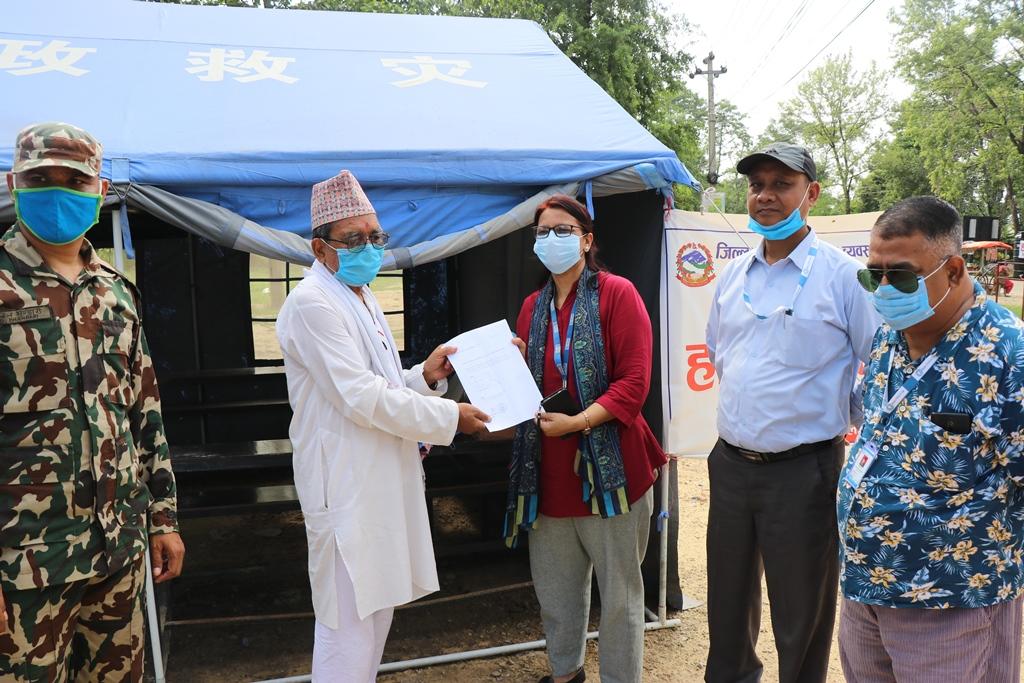 कोहलपुर होल्डिङ्ग सेन्टरलाई स्वास्थ्य सामाग्री हस्तान्तरण :बाँके युनेस्को क्लव