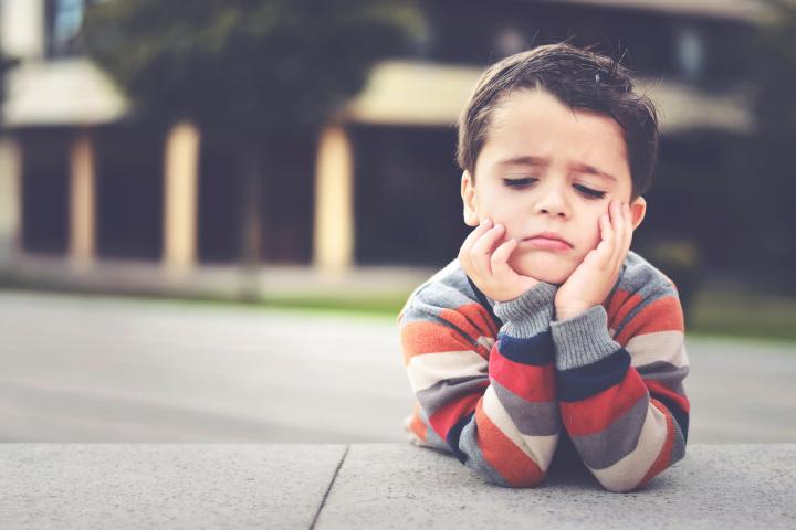 बालबच्चालाई बेवास्ता गर्नु 'भावनात्मक दूर्व्यवहार'