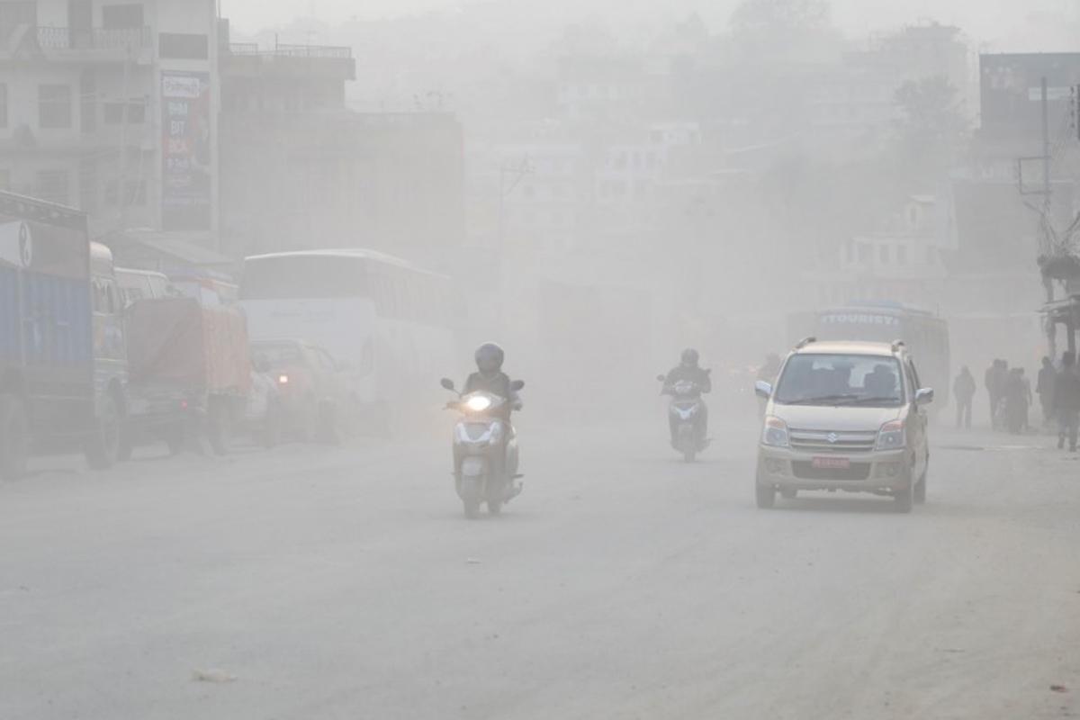 देशभर वायु प्रदूषण बढेकोले अत्यावश्यक काम बाहेक घर बाहिर ननिस्कन जनस्वास्थ्य विज्ञको सुझाव