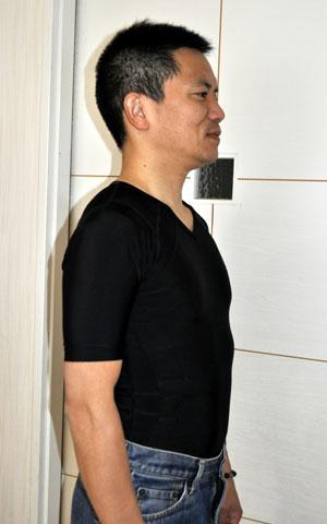 加圧Tシャツを着たイメージ