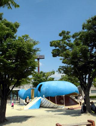 タコ公園のクジラ滑り台