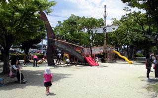 タコ公園の海賊船