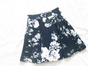 スカートがゆるい…そんな時の対処法はベルト以外にもある?