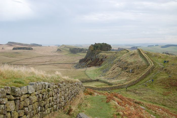 1024px-hadrians_wall_west_of_housesteads_3