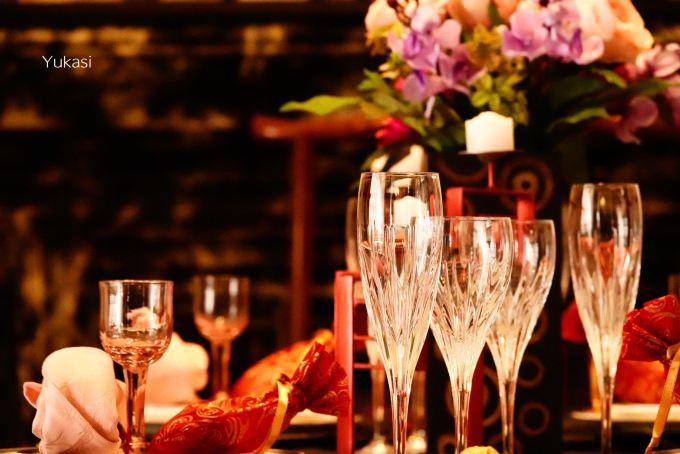 坂の上の異人館-グラスとテーブル