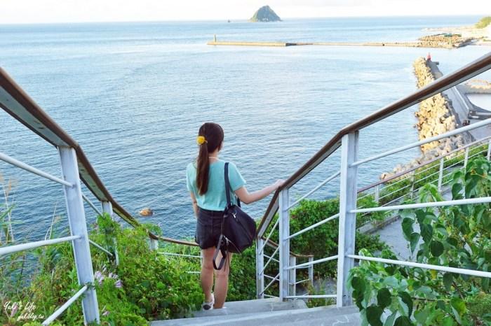 基隆看海景點「基隆燈塔觀測台」寬闊觀景平台~走入海裡海景步道~遠眺基隆港碼頭作業