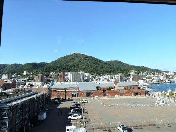 ラビスタ函館ベイホテルの部屋から見た「函館山」