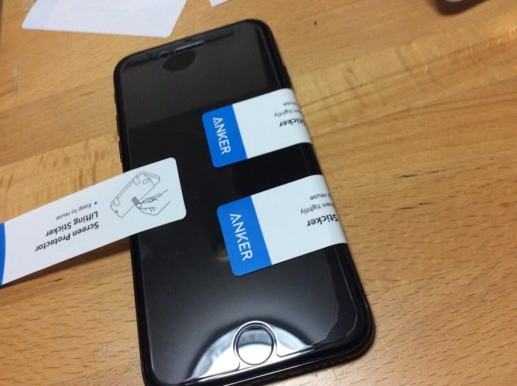 ガラスフィルムをiPhoneに被せた